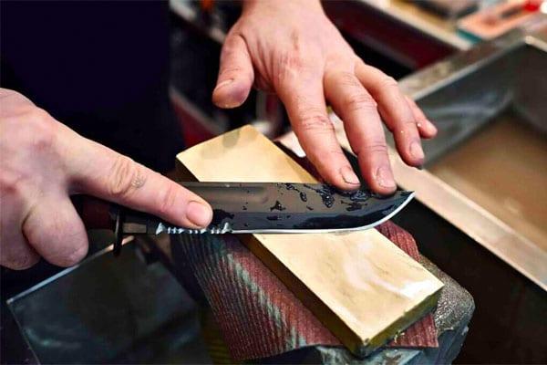 Máy mài dao giúp giảm ngắn thời gian so với mài dao truyền thống