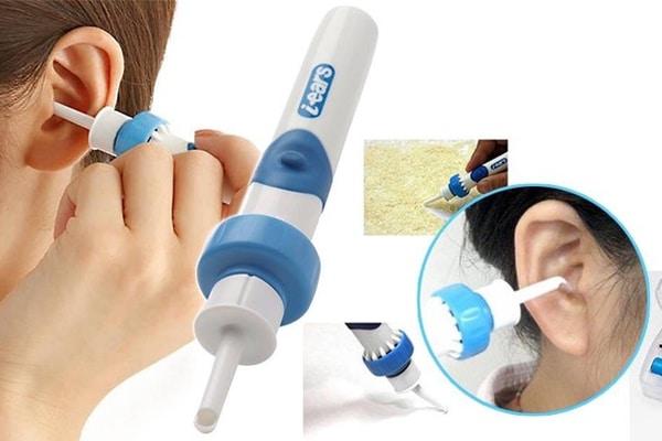 Dùng các loại máy để hút ráy tai giúp sạch sẽ và không sợ gây đau đớn