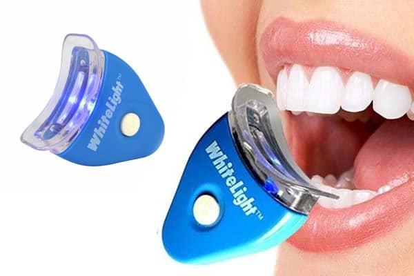 Dùng máy làm trắng răng tiện lợi và tiết kiệm hơn đi nha khoa rất nhiều
