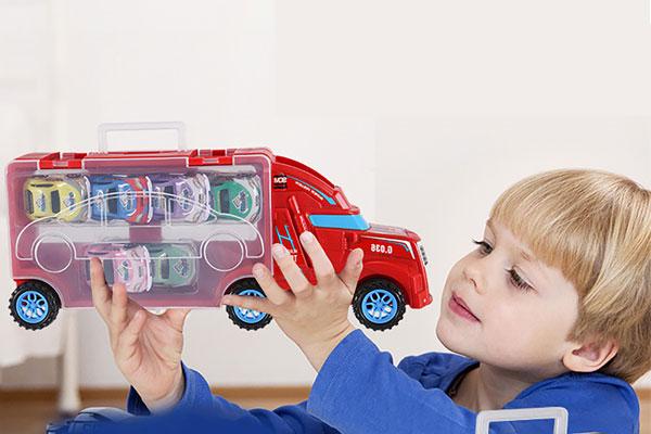 Ô tô đồ chơi giúp bé tăng cường vận động và kích thích tư duy