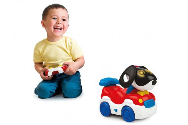 Ô tô điều khiển từ xa giúp trẻ tăng cường vận động và kích thích tư duy