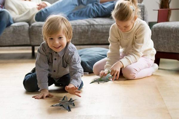 Máy bay chiến đấu F-16 là món quà yêu thích của các bé
