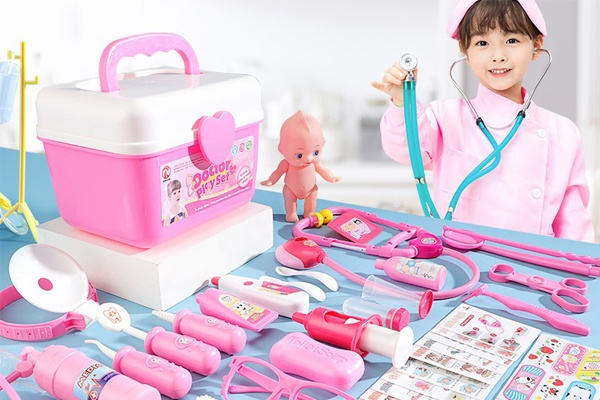 Đồ chơi bác sĩ là bộ dụng cụ với nhiều thiết bị y tế