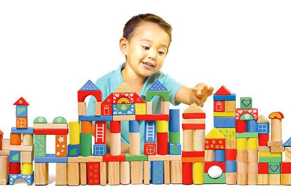 Đồ chơi bằng gỗ phù hợp với trẻ từ 1 đến 6 tuổi