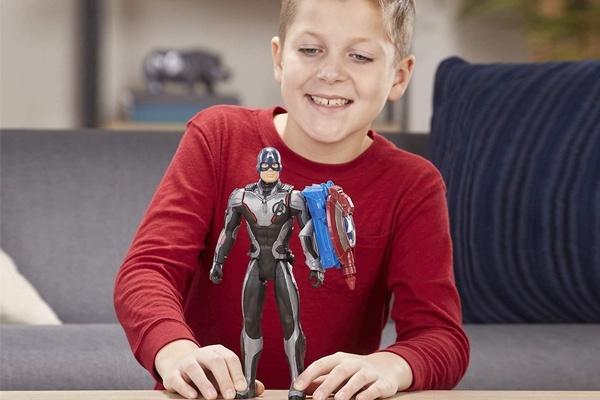 Các bé trai luôn thích đồ chơi siêu nhân, đồ chơi robot