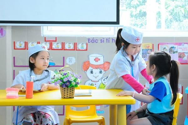 Đồ chơi bác sĩ giúp bé hiểu rõ tầm quan trọng của nghề thầy thuốc