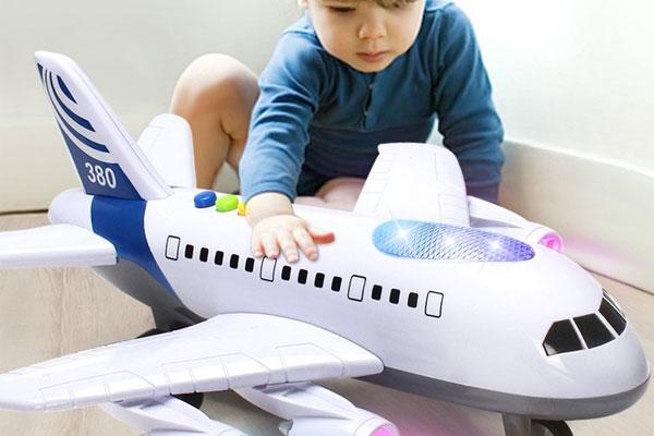 Cha mẹ nên dành thời gian để hướng dẫn cũng như chơi cùng bé