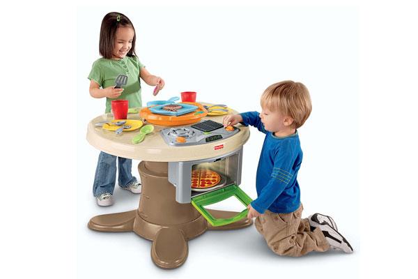 Đồ chơi nấu ăn dành cho bé có thể được làm bằng nhựa, gỗ hoặc inox