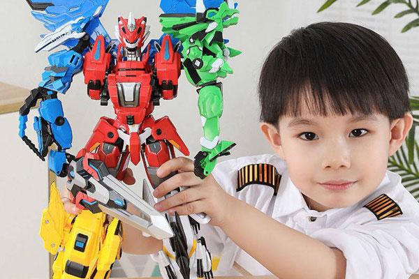 Khi chọn mua đồ chơi robot cho trẻ mẹ cần chú ý đến độ tuổi và sở thích của trẻ