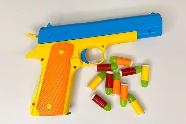 Súng lục đồ chơi bắn đạn nhựa