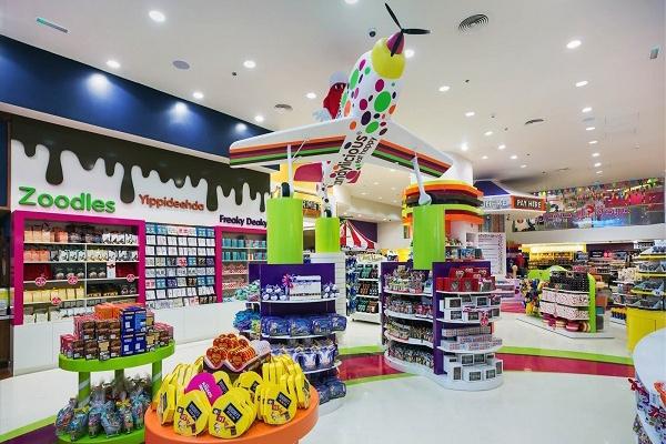 Các cha mẹ có thể tìm mua tại các trung tâm thương mại